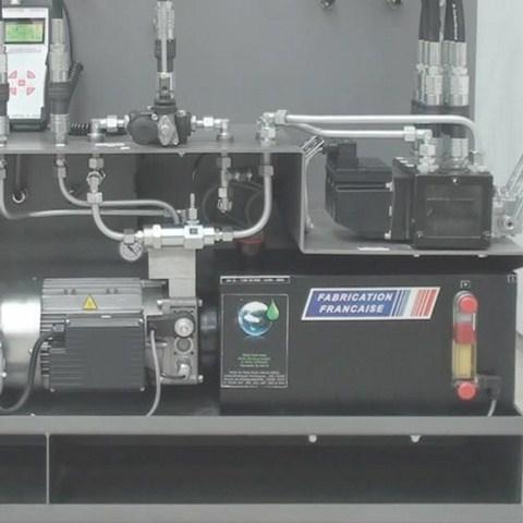 Centrale hydraulique avec pompe à engrenages