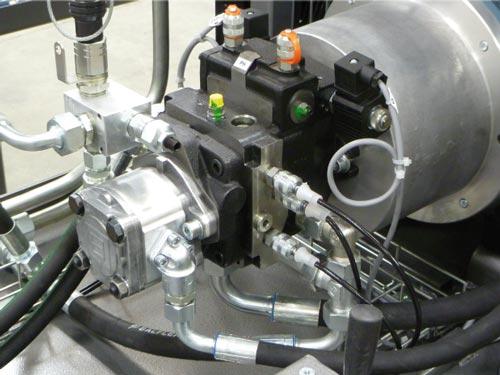 Moteur électrique accouplé à une pompe hydrostatique