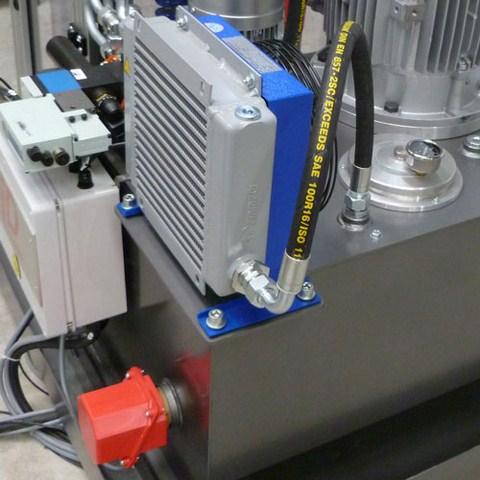 Aéroréfrigérant et résistance chauffante pour maintenir l'huile à une température constante
