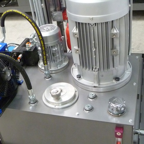 Centrale hydraulique avec moteur TRI 11 Kw accouplé à une pompe à engrenages