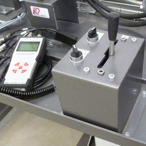 Joystick de commande simulant la marche avant et arrière