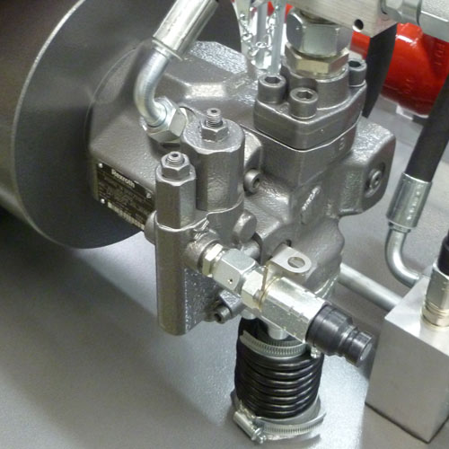 axial pistons pump with variable cylinder capacity with constant pressure and load sensing regulatory system