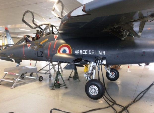 Avion militaire pour former les élèves de l'EETAA